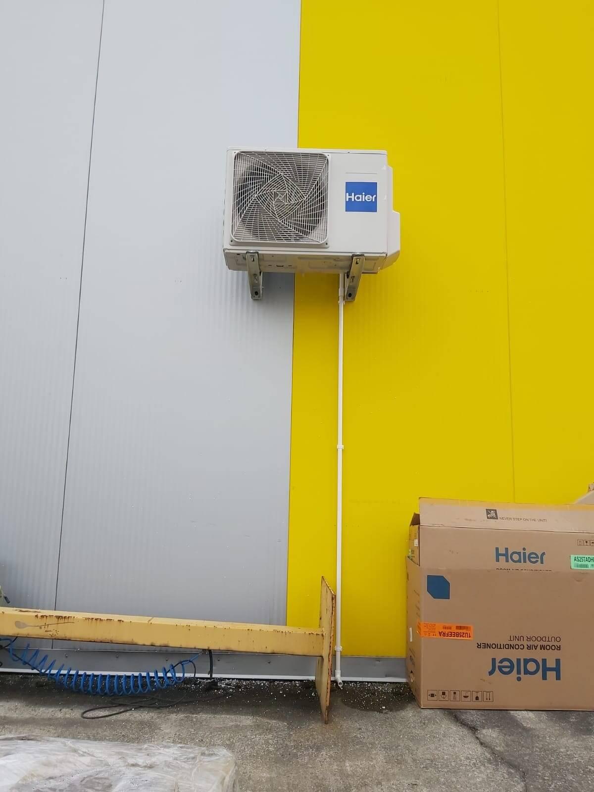 Klimatyzacja na zewnątrz budynku