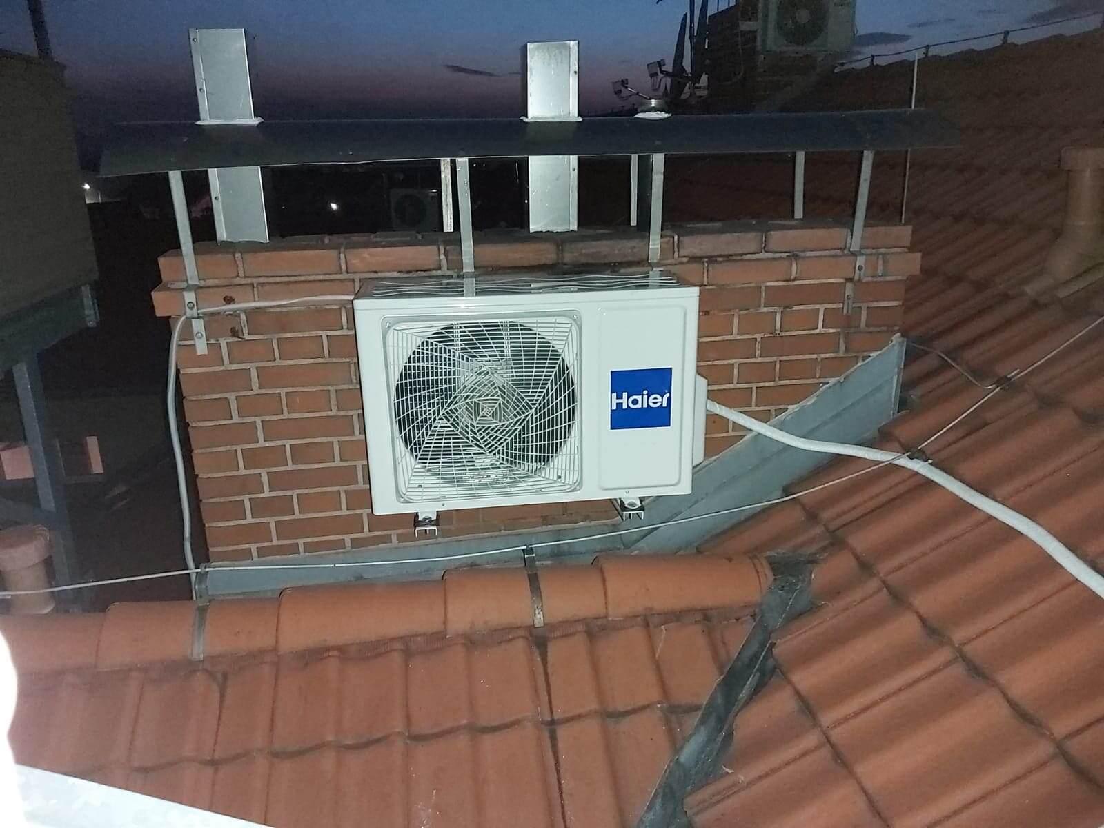 Klimatyzacja zamontowana na dachu